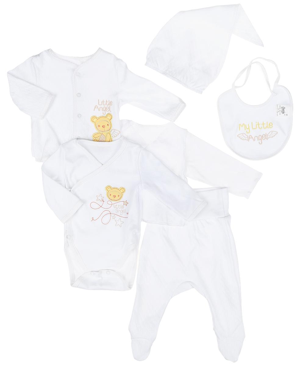 Комплект одеждыКП7-1Комплект для новорожденного БЕМБІ, изготовленный из натурального хлопка, он необычайно мягкий и приятный на ощупь, не сковывает движения малыша и позволяет коже дышать. Комплект состоит из боди, кофточки, распашонки, ползунков, шапочки, нагрудника и рукавичек. Боди с запахом, застегивается спереди на кнопки, также имеются кнопки на ластовице, что позволит с комфортом переодеть малышу подгузник. Оформлено боди нашивкой с мордочкой мишки и надписями. Ползунки с закрытыми ножками дополнены широким поясом, благодаря которому они не сдавливают животик малыша и не сползают. Кофточка с длинными рукавами и круглым вырезом горловины застегивается по всей длине на кнопки. На груди кофточка оформлена очаровательной аппликацией в виде мишки и надписью. Распашонка с длинными рукавами не имеет застежек и оформлена в лаконичном дизайне. Шапочка выполнена в форме конуса, по краю дополнена эластичной резинкой. Рукавички выполнены с манжетами на...