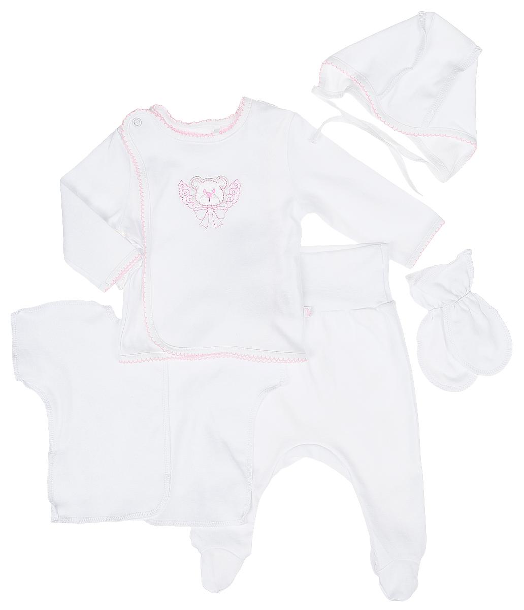 Комплект одеждыКП505-5Комплект для новорожденного БЕМБІ, изготовленный из натурального хлопка, он необычайно мягкий и приятный на ощупь, не сковывает движения малыша и позволяет коже дышать. Комплект состоит из ползунков, кофточки, распашонки, рукавичек и чепчика. Ползунки с закрытыми ножками дополнены широким поясом, благодаря которому они не сдавливают животик малыша и не сползают. Кофточка с длинными рукавами и круглым вырезом горловины застегивается сверху на кнопочку и дополнительно завязывается на атласные ленточки. На груди кофточка оформлена очаровательной аппликацией в виде мордочки мишки. Распашонка с короткими- цельнокроеными рукавами не имеет застежек и оформлена в лаконичном дизайне. Чепчик защищает еще не заросший родничок, щадит чувствительный слух малыша, прикрывая ушки. Модель дополнена завязками, при помощи которых можно регулировать обхват головы и шеи. Рукавички дополнены эластичными резиночками на манжетах. В таком комплекте ваш ...