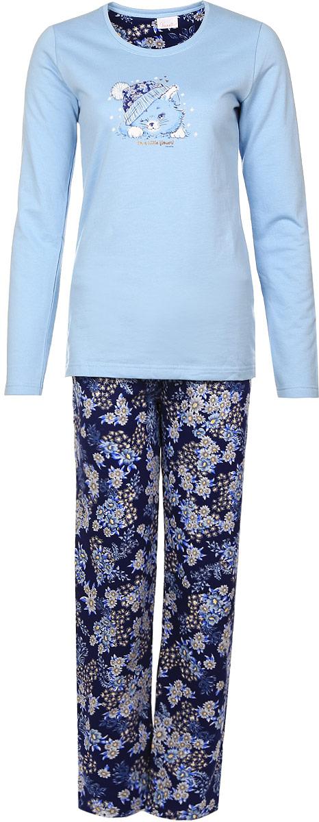 Домашний комплект606047 0311Домашний женский костюм Vienettas Secret, состоящий из толстовки и брюк, изготовлен из натурального хлопка, а с внутренней стороны оформлен теплой байкой. Толстовка с круглым вырезом горловины и длинными рукавами оформлена принтом с изображением кошечки. Брюки из натурального хлопка с эластичным поясом на шнурке оформлены цветочным принтом.