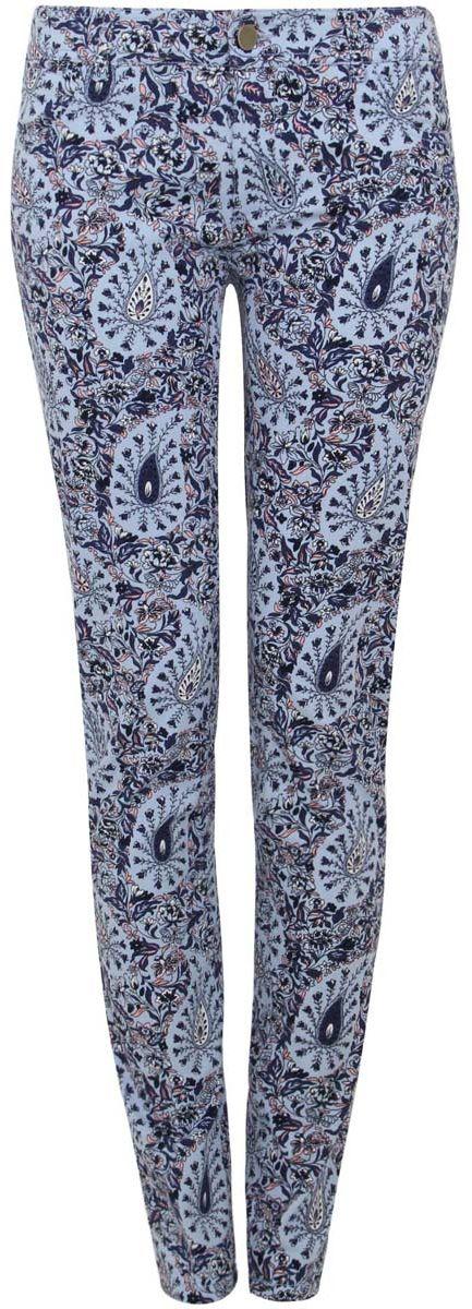 Джинсы12103122/18854/7079EМодные зауженные женские джинсы oodji Ultra выполнены из хлопка с добавлением эластана. Джинсы имеют стандартную посадку и силуэт скинни, благодаря чему плотно облегают фигуру. Модель застегивается на пуговицу в поясе и ширинку на застежке-молнии, имеются шлевки для ремня. Джинсы имеют классический пятикарманный крой: спереди расположены два прорезных кармана и один небольшой накладной карман, а сзади - два накладных кармана. Модель дополнена ярким цветочным принтом.