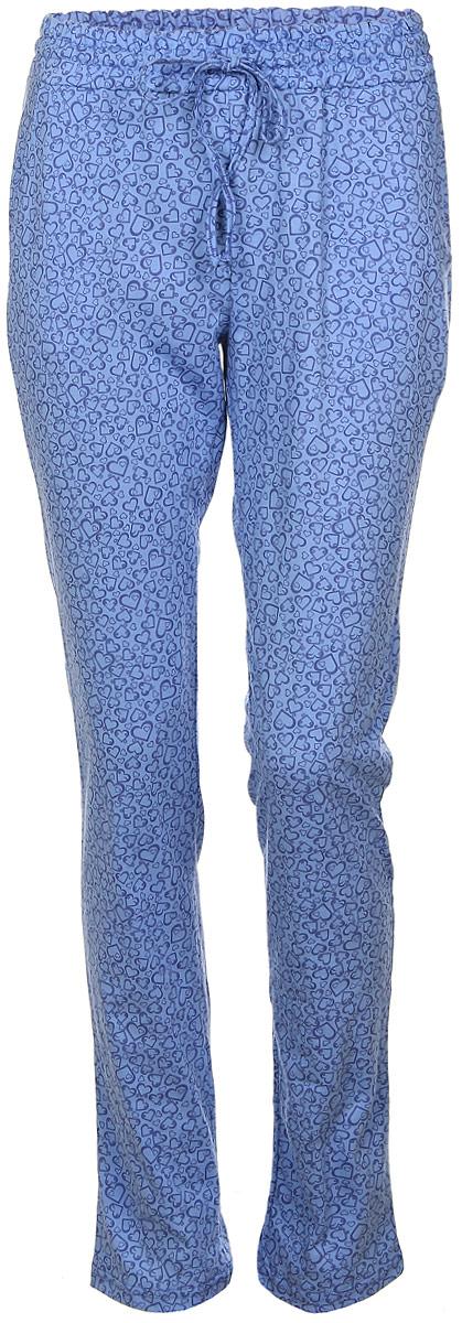 Брюки для дома17150513Женские домашние брюки Violett Сердечки прямого кроя и стандартной посадки изготовлены из натурального хлопка. Брюки имеют широкую эластичную резинку на поясе, а также дополнены внутренним затягивающимся шнурком-кулиской. Спереди расположены два втачных кармана. Модель оформлена принтом в виде сердечек.