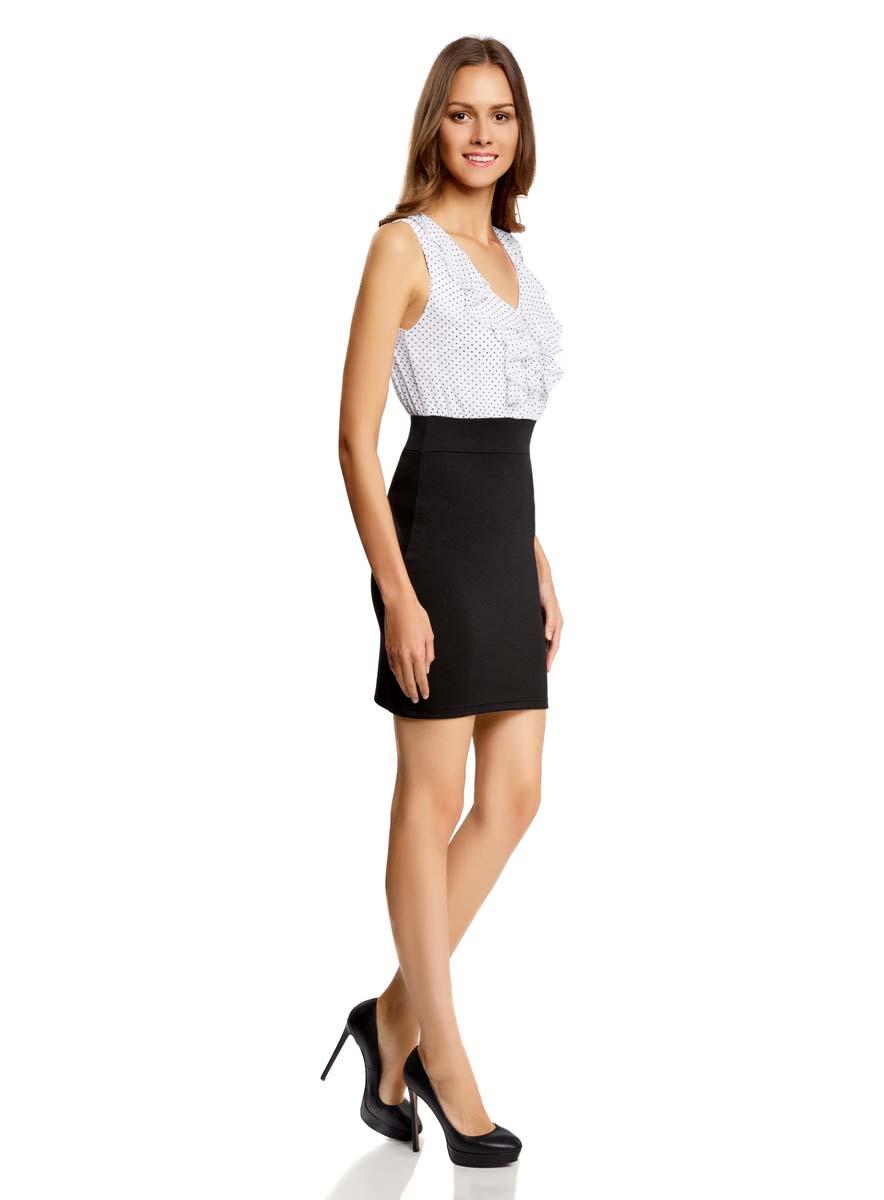 Платье14005124/42376/7910FПлатье oodji Ultra имеет стилизованный под блузку и юбку верх и низ. Верх платья выполнен без рукавов со свободным кроем из легкой воздушной ткани с отделанным оборками V-образным воротником. Низ платья выполнен из облегающей ткани. Изделие имеет длину чуть выше колена.