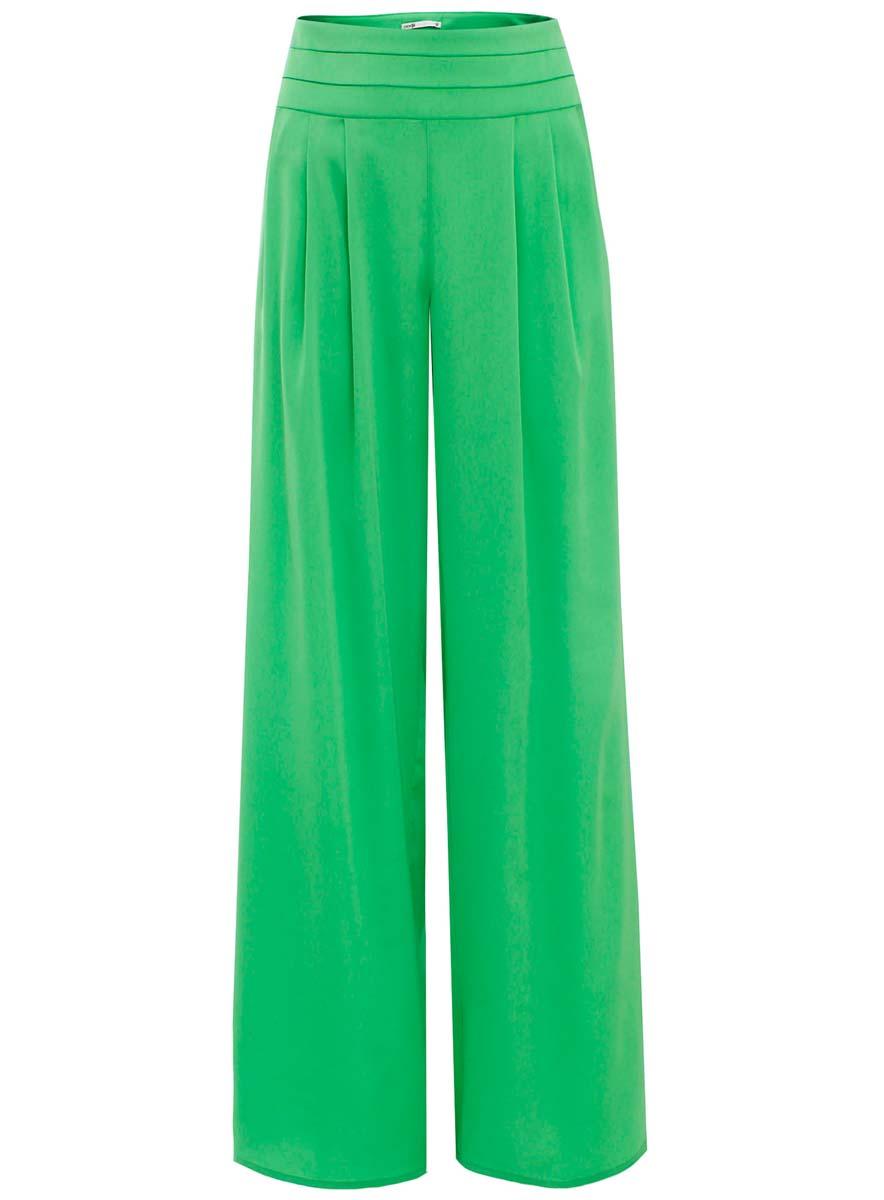 Брюки21705058-1/35185/6A00NСтильные женские брюки oodji Collection выполнены из полиэстера с добавлением полиуретана. Модель стандартной посадки застегивается на скрытую застежку-молнию, расположенную сбоку. Брючины имеют широкий крой.