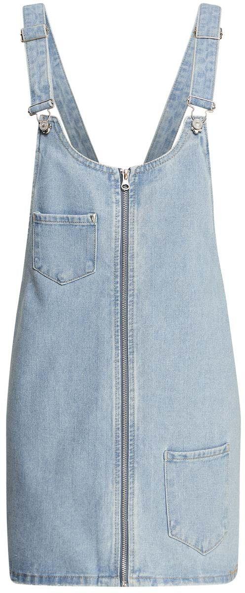 Сарафан12909047/45254/7000WСтильный джинсовый сарафан длины мини oodji Denim изготовлен из 100% хлопка. Модель с высокой грудкой застегивается спереди на застежку-молнию. Широкие лямки регулируются по длине. Спереди сарафан дополнен двумя накладными карманами. С задней стороны расположен еще один накладной карман, украшенный аппликацией в виде символа пацифик.
