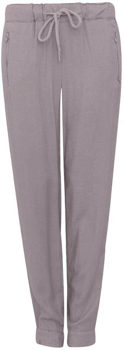 11711007/19891/1273EСтильные женские брюки oodji выполнены из 100% вискозы, на талии широкая эластичная резинка и затягивающийся шнурок. Модель свободного кроя со средней посадкой, низ брючин дополнен резинками и молниями. Спереди изделие дополнено двумя втачными карманами на застежках-молниях, сзади имитацией двух врезных карманов.