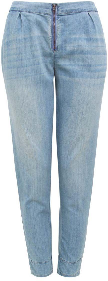 Джинсы12105004/18361/7500WМодные женские джинсы свободного кроя oodji Denim выполнены из хлопка с добавлением полиэстера. Джинсы со стандартной посадкой и резинкой в поясе застегиваются на скрытую пуговицу и застежку-молнию. Спереди расположены два прорезных кармана, задняя сторона дополнена имитацией карманов.