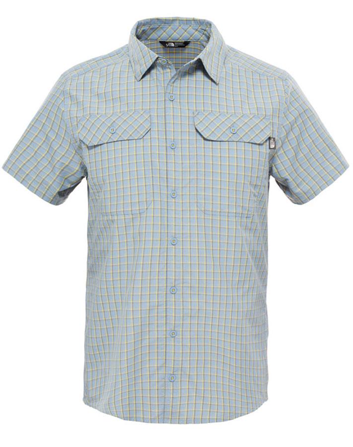 T0CD5YEXAСтильная мужская рубашка The North Face M S/S Pine Knot Shirt, изготовленная из нейлона с полиэстером, необычайно мягкая и приятная на ощупь, не сковывает движения и позволяет коже дышать, обеспечивая наибольший комфорт. Рубашка со степенью защиты от ультрафиолета UPF50 подходит для путешествий и отдыха на природе. Модная рубашка с отложным воротником, закругленным низом и короткими рукавами застегивается на пластиковые пуговицы по всей длине изделия. Смещенные швы на плечах обеспечивают удобство ношения рюкзака. Модель оформлена принтом в клетку и дополнена накладными карманами с клапанами на пуговицах. Один из карманов украшен нашивкой логотипа бренда. Эта рубашка идеальный вариант для повседневного гардероба. Такая модель порадует настоящих ценителей комфорта и практичности!