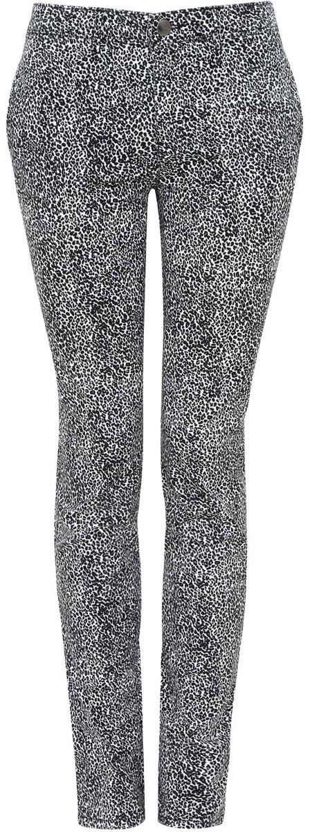Брюки11706191/24770/1229AСтильные женские брюки oodji Ultra выполнены из хлопка и эластана. Модель со стандартной посадкой оформлена сзади декоративными карманами. Спереди брюки имеют два втачных кармана и застегиваются на застежку-молнию и пуговицу. Также модель оснащена шлевками для ремня.