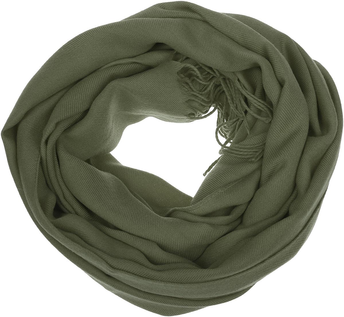 6303341-04Однотонный палантин Venera выполнен из мягкой вискозы. Края палантина декорированы тонкими кисточками, скрученными в жгутики. Этот модный аксессуар гармонично дополнит образ современной женщины, следящей за своим имиджем и стремящейся всегда оставаться стильной и элегантной.