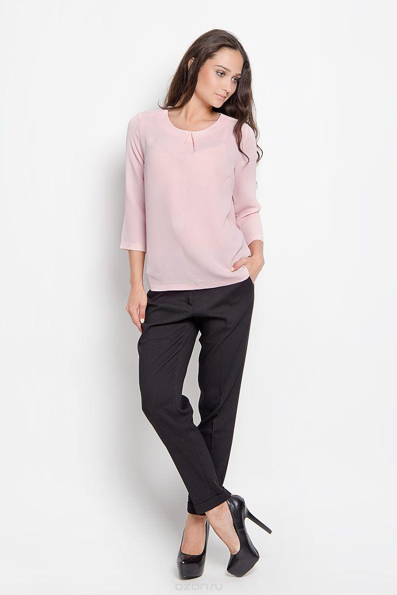 Tw-112/1112-6310Однотонная блузка Sela прямого кроя с рукавом 3/4 отлично сочетается с брюками и джинсами. В ней вы всегда будете на высоте и сможете чувствовать себя уверенно. Сзади изделие застегивается на пуговичку.