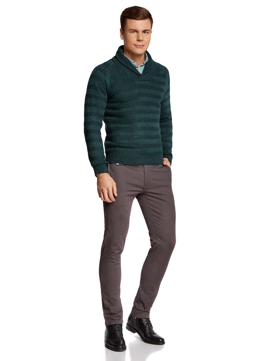 Пуловер4L207016M/44407N/6900MТеплый мужской пуловер oodji Lab изготовлен из качественной комбинированной пряжи. Модель с отложным воротником и длинными рукавами-реглан. Выполнен пуловер стильными вязанными полосками. Манжеты на рукавах, низ изделия и воротник связаны резинкой.