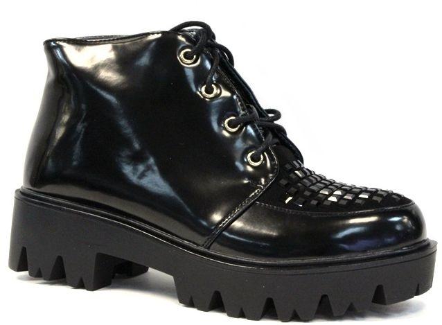 БотинкиLC-1118-05 PUЖенские ботинки на массивной подошве выполнены из искусственной кожи. Модель на ноге фиксируется при помощи шнуровки. Стелька и внутренний материал выполнены из байки.