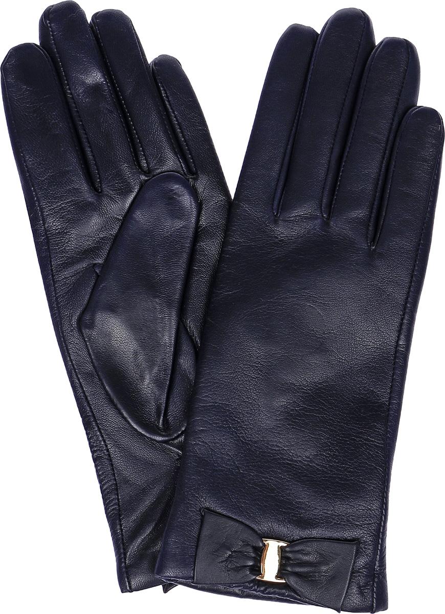 LB-0305Женские перчатки Labbra выполнены из натуральной кожи. Внутренняя поверхность модели изготовлена из шерсти и акрила, которые обеспечат тепло и комфорт. Оформлены перчатки элегантным бантиком с металлической пластиной.