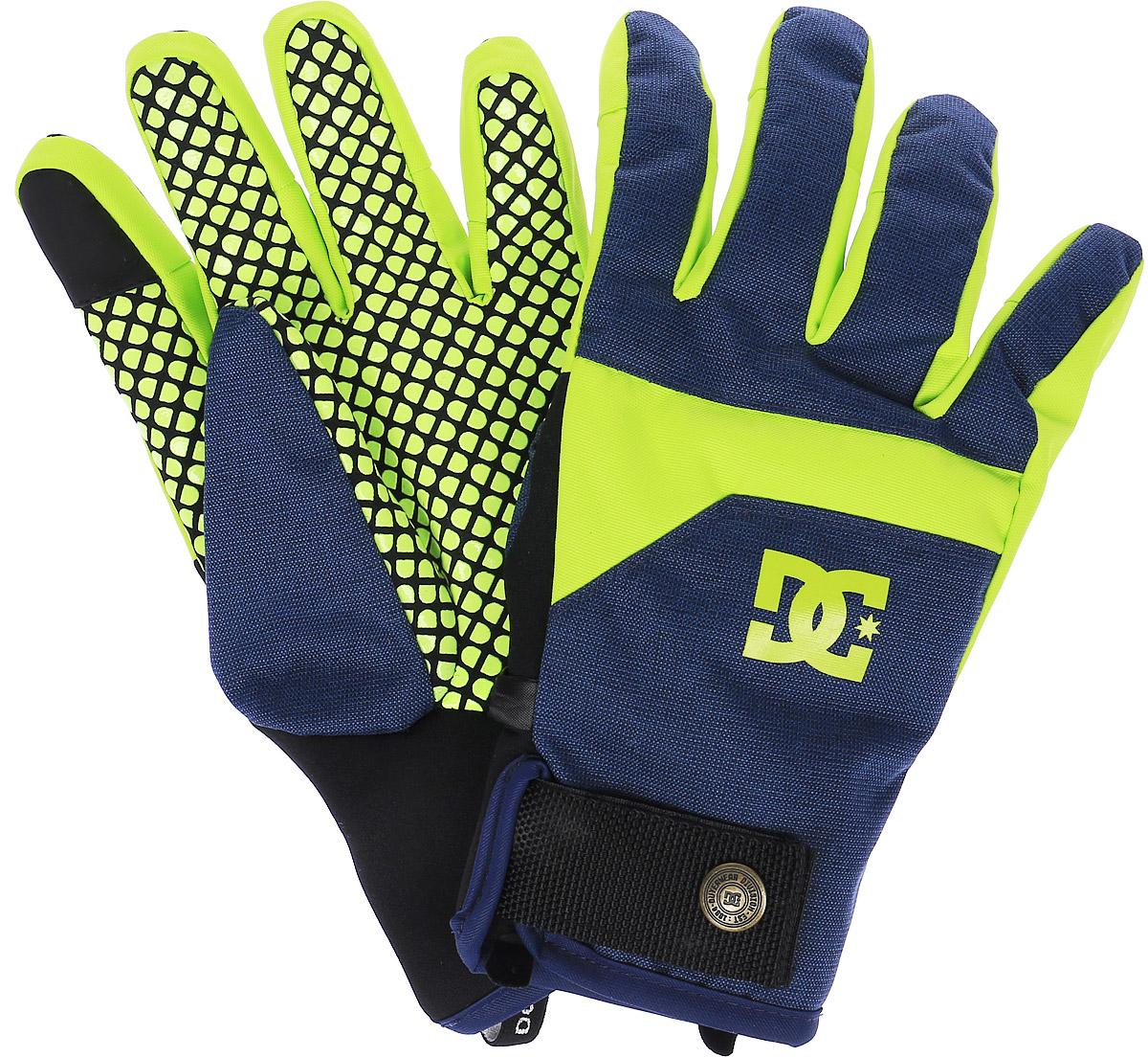 ПерчаткиEDYHN03015-GHA0Стильные мужские перчатки DC Shoes Antuco Glove выполнены из высококачественного комбинированного материала, который не пропускает воду. Модель оформлена декоративной прострочкой и принтом с изображением логотипа бренда. Перчатки дополнены эластичными резинками и хлястиками с липучками, которые надежно зафиксируют модель на запястье, не сдавливая его. Внутренняя поверхность выполнена из мягкого утепленного полиэстера. Также перчатки оснащены застежкой-фастексом и специальной нашивкой на указательном пальце для сенсорных экранов.