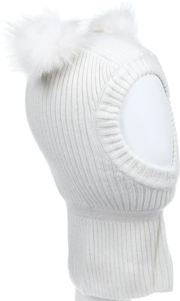 21602GMC7305Теплая шапка-шлем для девочки Gulliver выполнена из высококачественной пряжи из шерсти ягненка с добавлением нейлона, подкладка выполнена из мягкого флиса. Модель декорирована двумя небольшими помпонами из меха енота. Шейная часть изделия связана резинкой. Уважаемые клиенты! Обращаем ваше внимание на тот факт, что размер, доступный для заказа, является обхватом головы.