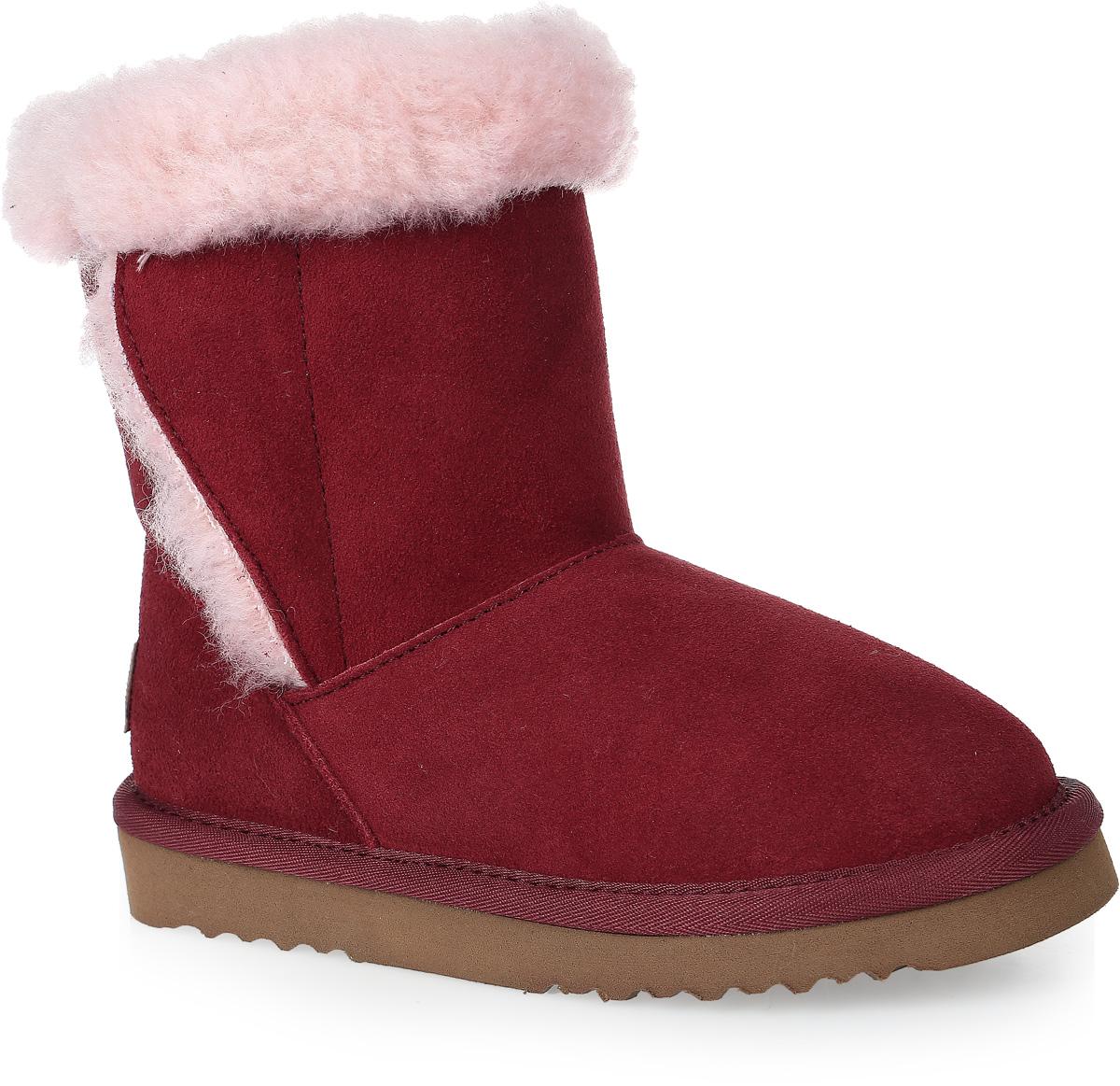 20677-17Модные угги для девочки от Vitacci выполнены из натурального велюра и оформлены меховым кантом. Подкладка и стелька из шерстяного меха не дадут ногам замерзнуть. Подошва из материала ЭВА дополнена рифлением.