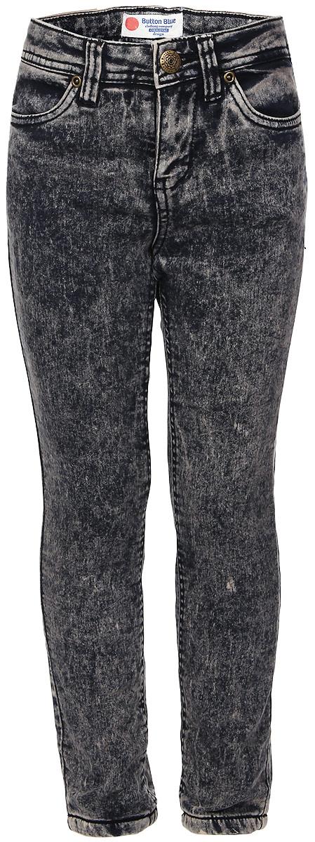 Джинсы216BBGC6401D400Стильные утепленные джинсы для девочки Button Blue выполнены из качественного комбинированного материала, на подкладке из мягкого и теплого флиса. Модель на талии застегивается на металлическую пуговицу и имеет ширинку на застежке-молнии, а также шлевки для ремня. С внутренней стороны пояс регулируется скрытой резинкой на пуговицах. Модель имеет спереди два втачных кармана, а сзади - два накладных кармана. Оформлено изделие прострочкой, металлическими клепками и легким эффектом потертости и варки.