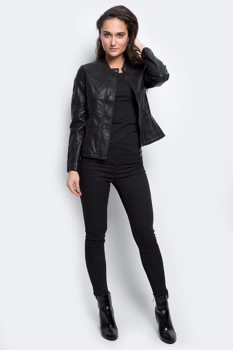 КурткаCpu-126/705-6331Женская куртка Sela Casual выполнена из полиуретана и дополнена подкладкой из полиэстера. Модель с круглым вырезом горловины и длинными рукавами застегивается на застежку-молнию и ветрозащитную планку на кнопке. Спереди расположены два прорезных кармана на застежке-молнии.