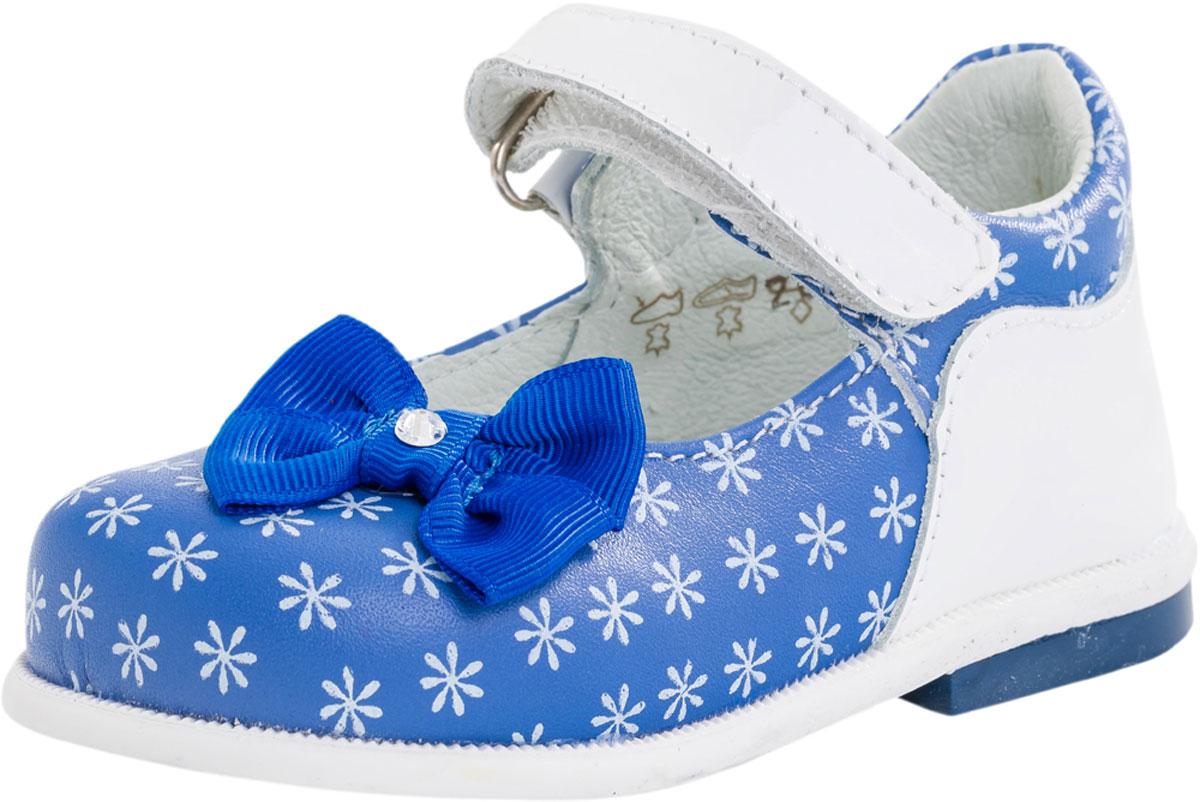 132095-21Чудесные туфельки для маленькой принцессы, из мягкой кожи, украшенные принтом. Удобный ремешок на липучке позволяет быстро обувать и снимать обувь. Мягкий манжет создает комфорт при ходьбе и предотвращает натирание ножки ребенка. Подошва с небольшим каблучком легкая и гибкая. Эти милые туфельки отлично подойдут как на каждый день, так и для торжественного мероприятия или утренника.