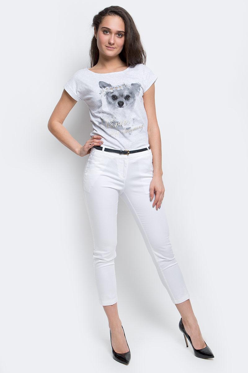 БрюкиP-115/400-5275Стильные женские брюки Sela созданы специально для того, чтобы подчеркивать достоинства вашей фигуры. Модель зауженного к низу кроя и укороченной длины станет отличным дополнением к вашему современному образу. Застегиваются брюки на два крючка в поясе и ширинку на застежке-молнии, имеются шлевки для ремня и тонкий ремешок в комплекте. Спереди модель оформлена двумя втачными карманами-обманками и маленьким потайным кармашком, а сзади - имитацией прорезных кармашков. Эти модные и в тоже время комфортные брюки послужат отличным дополнением к вашему гардеробу. В них вы всегда будете чувствовать себя уютно и комфортно.