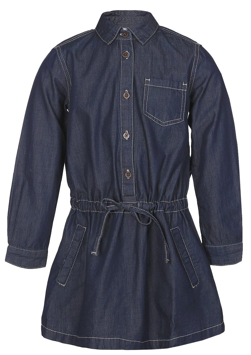 Платье21602GMC2501Стильное джинсовое платье-рубашка Gulliver выполнено из качественного 100% хлопка. Платье с длинными рукавами и отложным воротником застегивается спереди на пуговицы, манжеты рукавов - также на пуговицах. Изделие свободной формы дополнено утяжкой на заниженной талии. Спереди платье дополнено двумя втачными карманами и одним накладным. Модель оформлена контрастной отстрочкой и фирменной вышивкой на спинке.