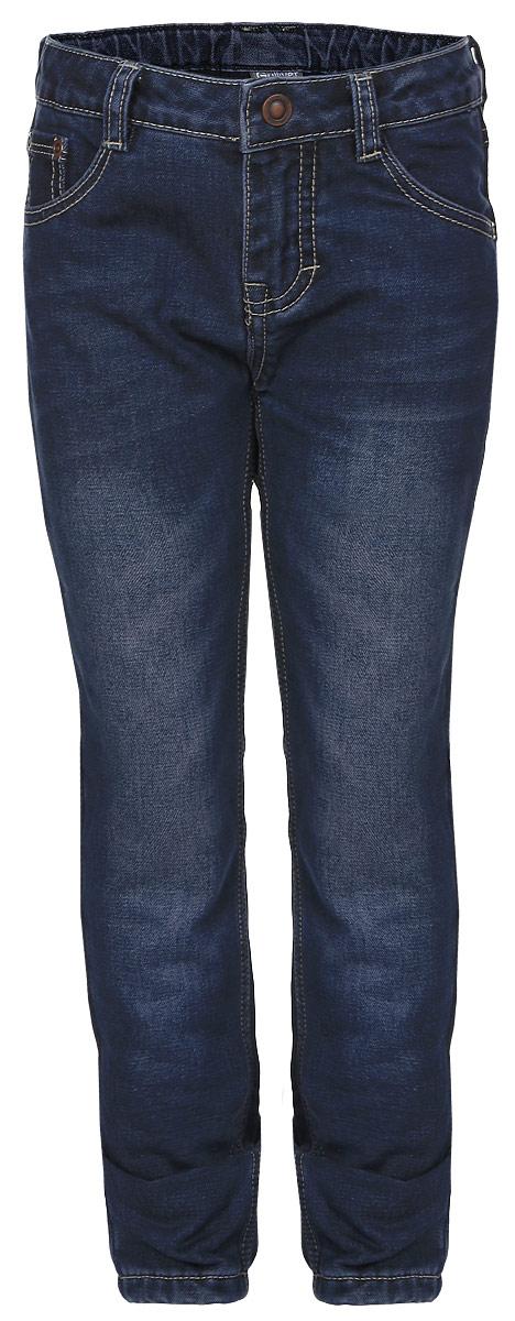21602GMC6401Стильные джинсы для девочки Gulliver выполнены из натурального хлопка, на подкладке из мягкого и теплого флиса. Модель на талии застегивается на металлический потайной крючок и имеет ширинку на застежке-молнии, а также шлевки для ремня. С внутренней стороны пояс регулируется скрытой резинкой на пуговицах. Джинсы имеют классический пятикарманный крой: спереди два втачных кармана и один накладной кармашек, а сзади - два накладных кармана. Оформлено изделие перманентными складками и потертостями.