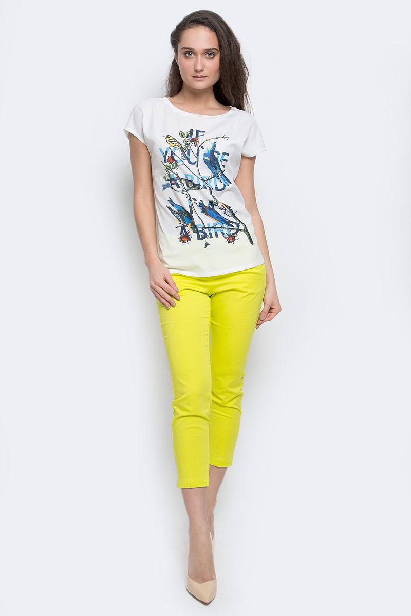 Tw-112/1148-7140Женская футболка Sela Casual выполнена из 100% полиэстера. Футболка с круглым вырезом горловины и короткими рукавами оформлена интересным принтом и надписями.