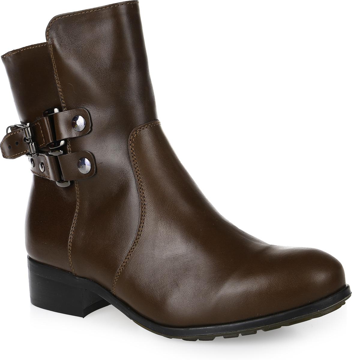 12382Женские ботинки Trend от Marko, выполненные из натуральной кожи, оформлены декоративными ремешками с металлическими пряжками. Подкладка и стелька из шерстяного меха не дадут ногам замерзнуть. Застегивается модель на боковую застежку-молнию. Подошва и невысокий каблук дополнены рифлением.