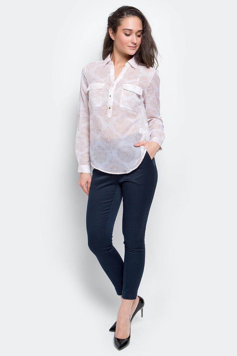 БлузкаB-112/114-7110Стильная женская блузка Sela Collection выполнена из 100% полиэстера на груди застегивается на пуговицы. Модель с отложным воротником и длинными рукавами дополнена двумя накладными карманами с клапанами на груди.