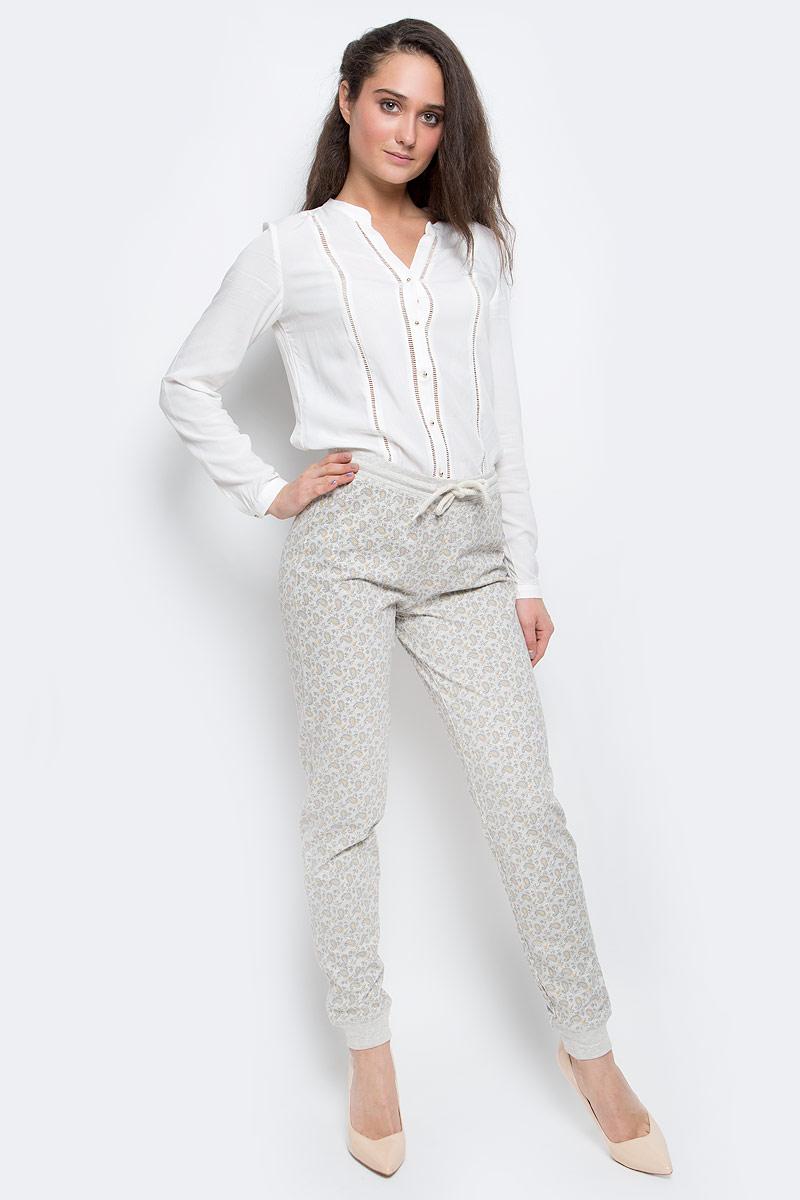 БрюкиPH-165/003-7100Стильные женские брюки выполнены из натурального хлопка. Брюки на талии имеют широкую эластичную резинку со шнурком. Низ брючин дополнен трикотажными манжетами.