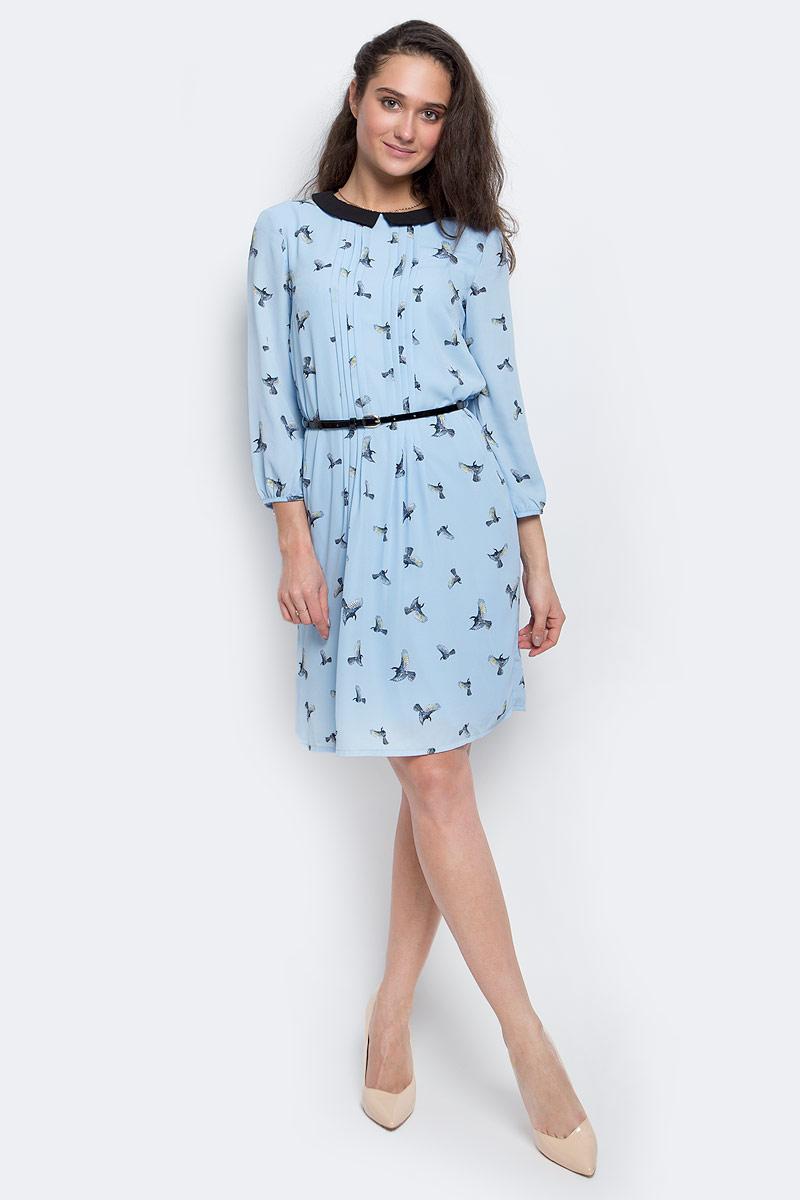 ПлатьеD-117/1110-7140Элегантное платье Sela выполнено из полиэстера. Подкладка платья также выполнена из полиэстера. Модель с рукавами 3/4 и отложным воротником выгодно подчеркнет все достоинства вашей фигуры. Платье застегивается на спинке при помощи застежки-пуговицы. Модель дополнена ремешком из искусственной лакированной кожи с металлической пряжкой.