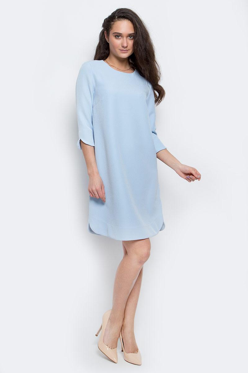 ПлатьеD-117/1109-7140Элегантное платье Sela выполнено из эластичного полиэстера. Модель с рукавами 3/4 и круглым вырезом горловины выгодно подчеркнет все достоинства вашей фигуры. Платье застегивается на спинке при помощи застежки-пуговицы.