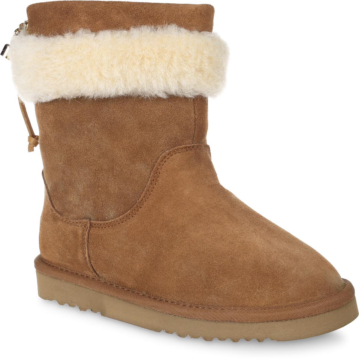 20756-8Модные угги для девочки от Vitacci, выполненные из натурального велюра, оформлены шерстяным мехом и декоративной шнуровкой с подвесками. Подкладка и стелька из шерстяного меха не дадут ногам замерзнуть. Подошва из материала ЭВА дополнена рифлением.