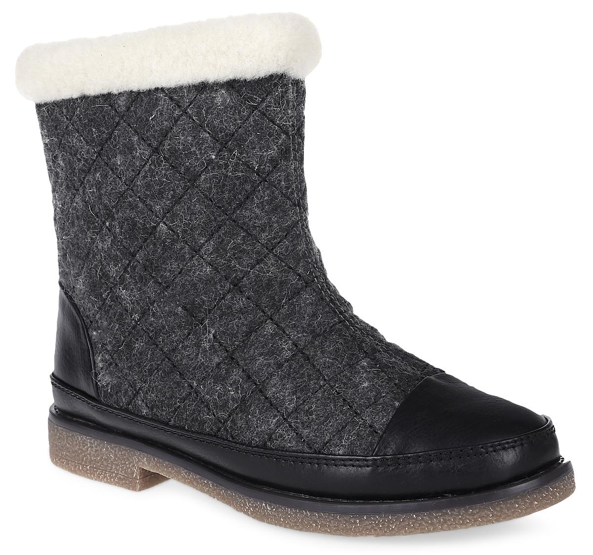 15507Z-1-1LЖенские ботинки от Cooper, выполненные из войлока и синтолина, оформлены меховой оторочкой. Подкладка и стелька из искусственного меха не дадут ногам замерзнуть. Боковая застежка-молния позволяет легко снимать и надевать модель. Подошва и невысокий каблук дополнены рифлением.
