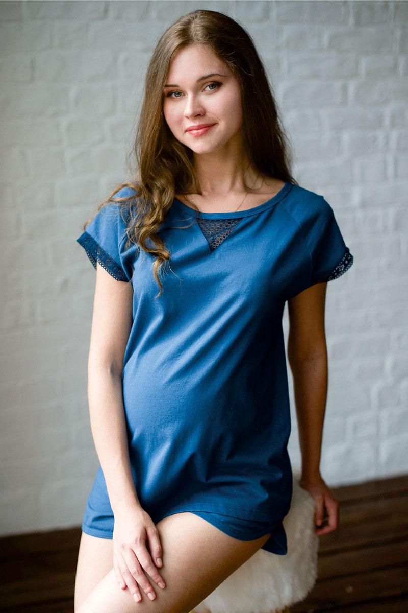 ПижамаП 17120Уютная пижама состоит из футболки свободного покроя и коротких шорт. Футболка с коротким рукавом-реглан. Комплект украшен кружевом.