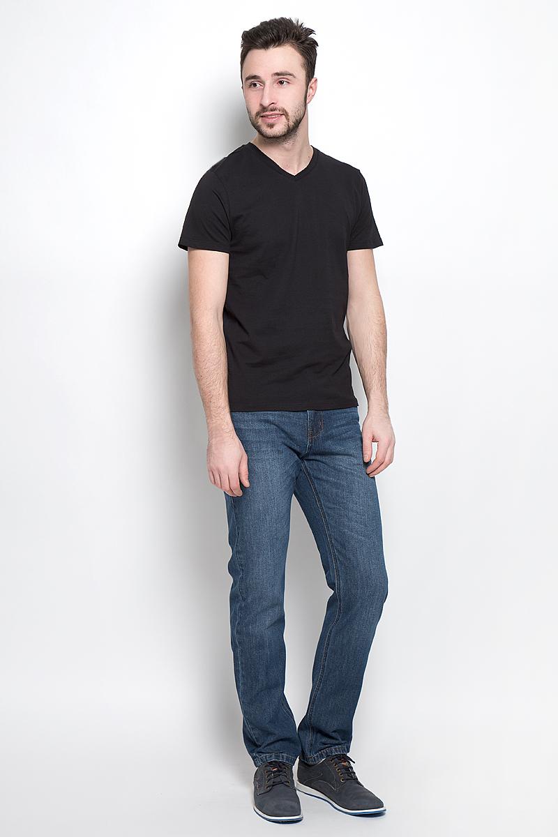 Ts-211/1138-7141Однотонная мужская футболка Sela выполнена из высококачественного материала. Модель с V-образным вырезом горловины и короткими рукавами.