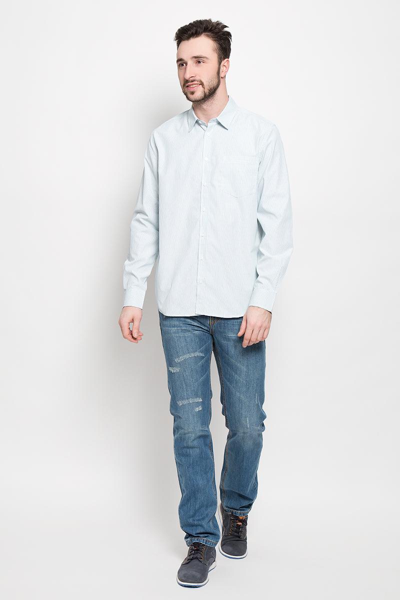 РубашкаH-212/747-7121Мужская рубашка Sela выполнена из полиэстера с добавлением хлопка. Рубашка с длинными рукавами и отложным воротником застегивается на пуговицы спереди. Манжеты рукавов также застегиваются на пуговицы. Рубашка оформлена принтом в мелкую клетку. На груди расположен накладной карман.
