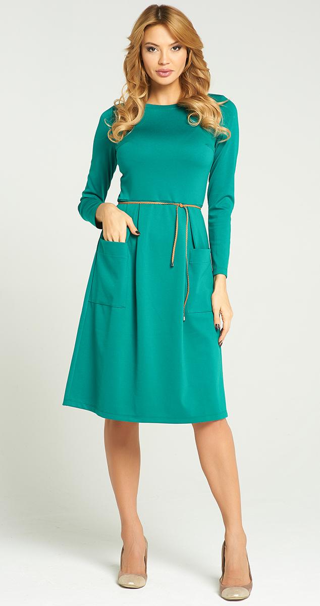 ПлатьеVV-16-2837Стильное платье Vittoria Vicci изготовлено из полиэстера и вискозы с добавлением эластана. Модель-миди приталенного кроя с круглым вырезом горловины и длинными рукавами дополнено спереди двумя накладными карманами.