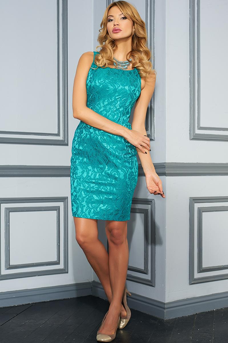 VV-16-1638Приталенное платье-футляр Vittoria Vicci выполнено из полиэстера с добавлением вискозы и эластана. Удлиненная модель на узких бретельках имеет горловину-лодочку. Платье застегивается на застежку-молнию на спинке. Изделие оформлено кружевным объемным узором и дополнено непрозрачным подъюбником.