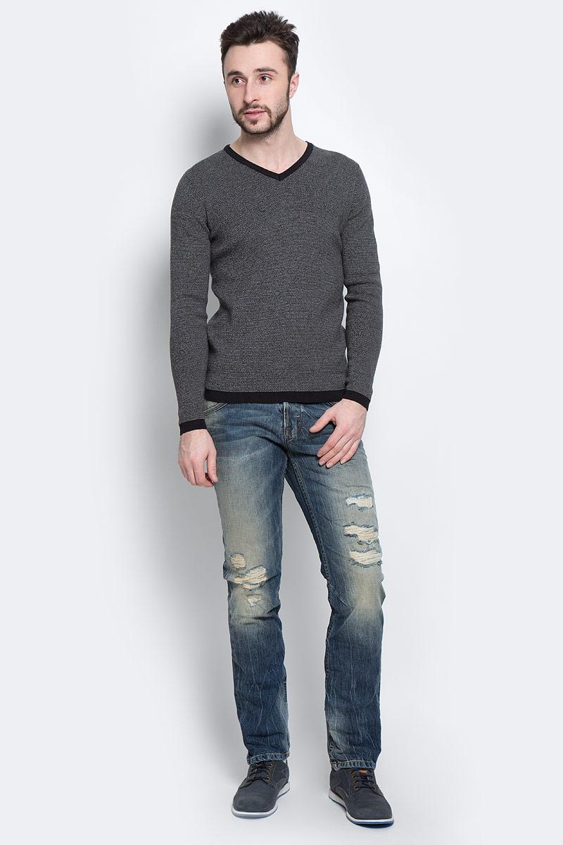 3020187.00.10_2999Стильный мужской джемпер Tom Tailor, выполненный из 100%-го хлопка, необычайно мягкий и приятный на ощупь, не сковывает движения, обеспечивая наибольший комфорт. Джемпер с V-образным вырезом горловины и длинными рукавами идеально гармонирует с любыми предметами одежды и будет уместен и на отдых, и на работу. Низ и манжеты изделия связаны мелкой резинкой, что препятствует деформации при носке и проникновению холодного воздуха. Такой замечательный джемпер - базовая вещь в гардеробе современного мужчины, желающего выглядеть элегантно каждый день!