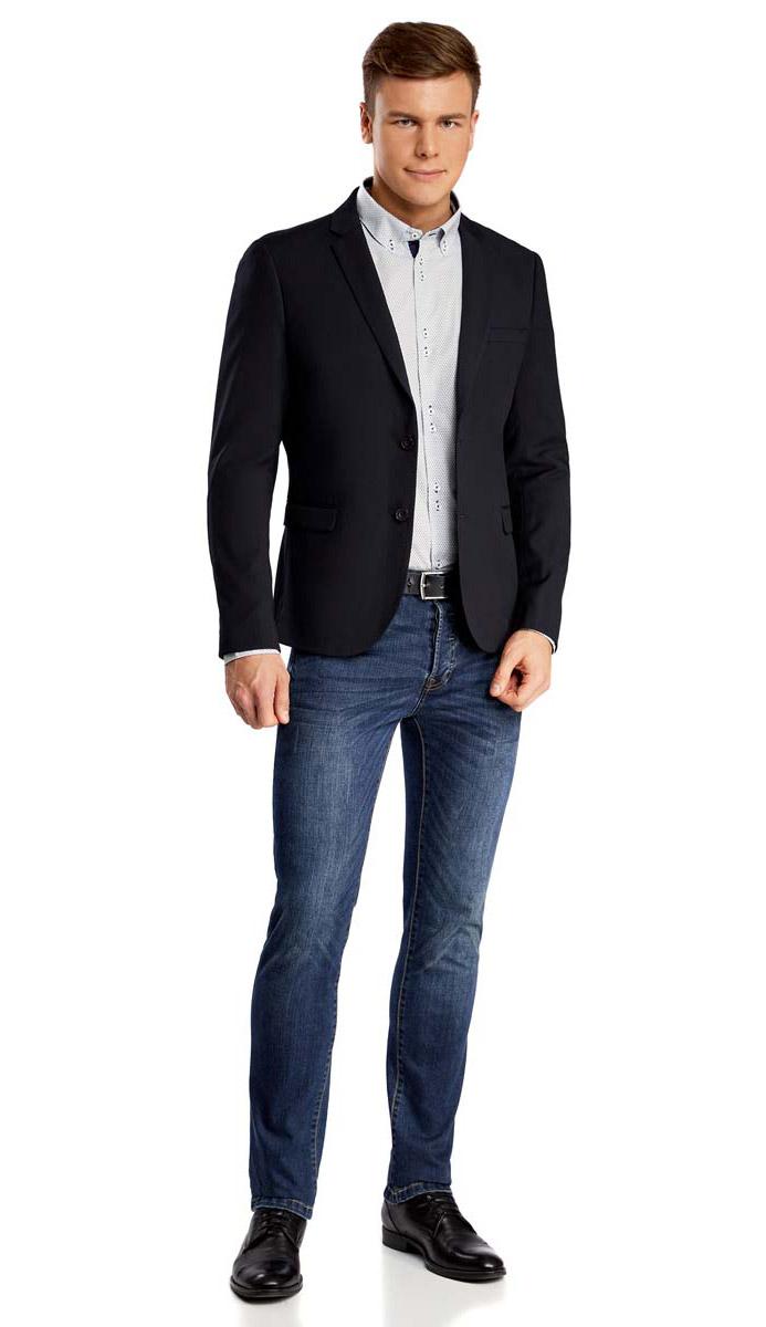 Пиджак2B420015M/34425N/2900NМужской пиджак oodji Basic выполнен из полиэстера с добавлением вискозы. Модель с отложным воротником с лацканами и длинными рукавами застегивается на две пуговицы. Низ рукавов декорирован пуговицами. Спереди расположены три прорезных кармана, один из которых расположен на груди.