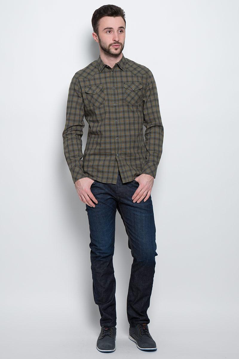 Рубашка00SJ8J-0KAIN/5CDСтильная мужская рубашка Diesel с длинными рукавами, отложным воротником и застежкой на кнопки приятная на ощупь, не сковывает движения, обеспечивая наибольший комфорт. Рубашка оформлена ярким клетчатым принтом и накладными карманами на кнопках. Рубашка, выполненная из хлопка, обладает высокой воздухопроницаемостью и гигроскопичностью, позволяет коже дышать, тем самым обеспечивая наибольший комфорт при носке даже самым жарким летом. Эта модная и удобная рубашка послужит замечательным дополнением к вашему гардеробу.