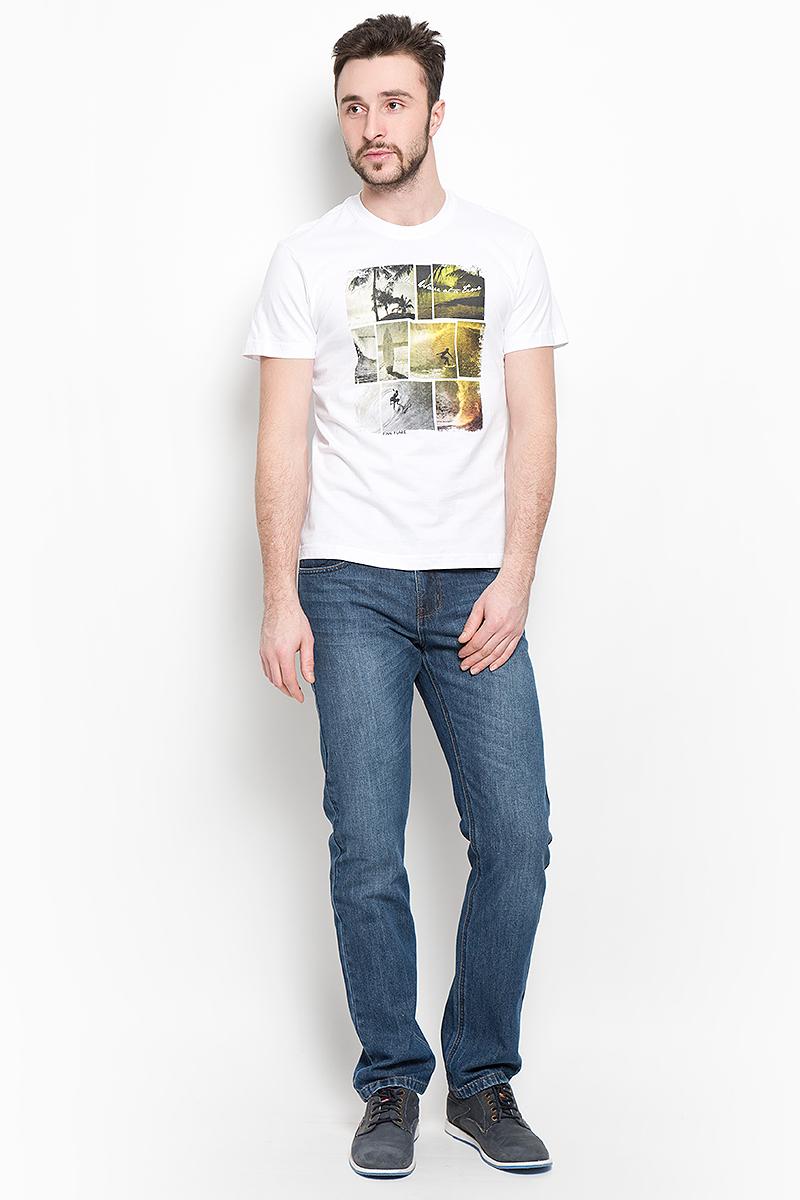 ФутболкаS16-24025_201Мужская футболка Finn Flare поможет создать отличный современный образ в стиле Casual. Модель, изготовленная из натурального хлопка, очень мягкая, тактильно приятная и не сковывает движения. Изделие с круглым вырезом горловины и короткими рукавами оформлено спереди оригинальным принтом. Вырез горловины дополнен трикотажной резинкой.