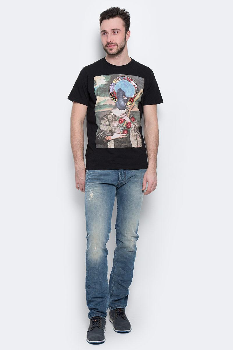 00SJV3-0EADQ/100Симпатичная мужская футболка Diesel, выполненная из высококачественного хлопка обладает высокой воздухопроницаемостью и гигроскопичностью, позволяет коже дышать. Модель с короткими рукавами и круглым воротником на груди оформлена художественным принтом. Классический покрой, лаконичный дизайн, безукоризненное качество. В такой футболке вы будете чувствовать себя уверенно и комфортно.