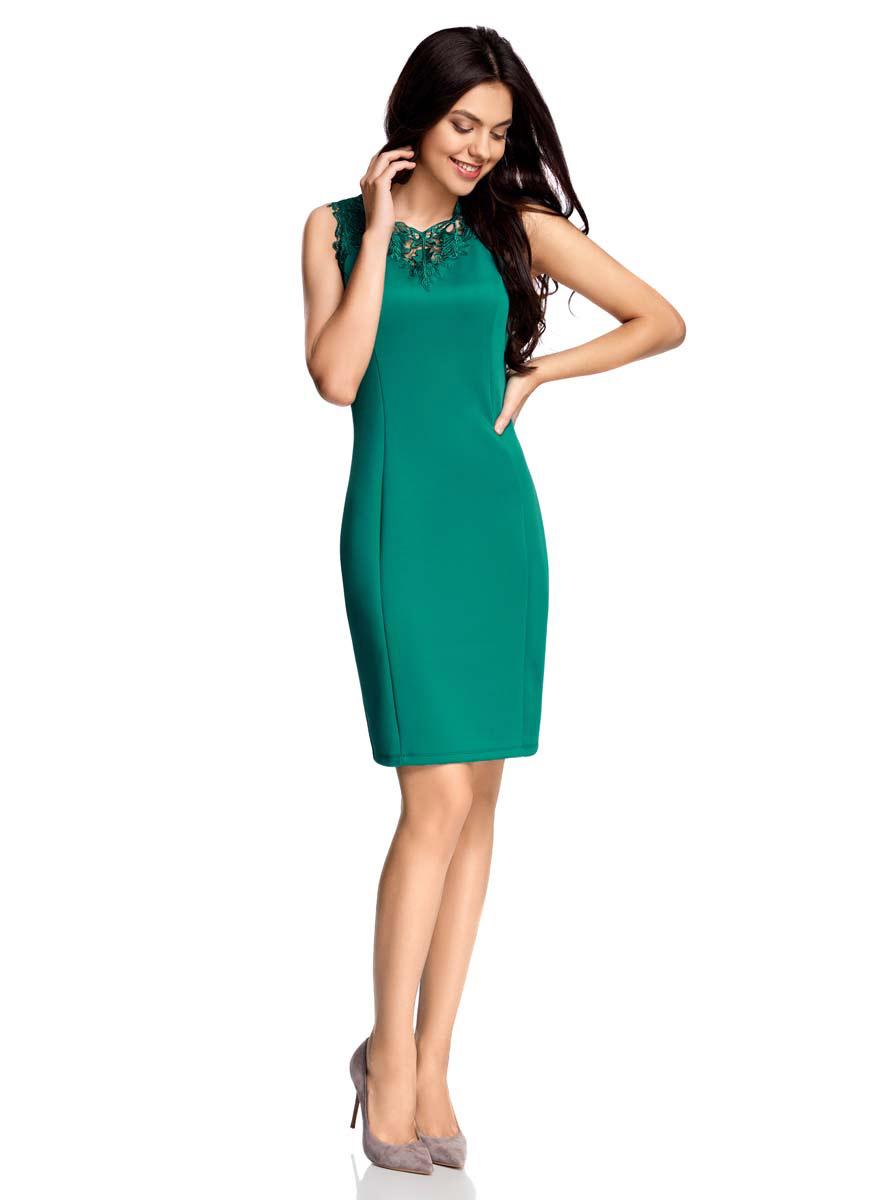 Платье24015001-1/33038/2900NСтильное платье без рукавов oodji Collection изготовлено из плотного полиэстера с добавлением эластана. У модели V-образный вырез с оригинальной кружевной отделкой в тон платью. Сзади платье оформлено вырезом и атласными завязками. У модели имеется подкладка.
