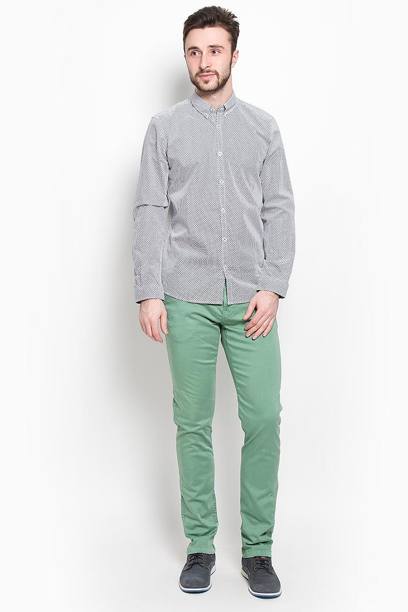 Рубашка2032647.01.10_6727Стильная мужская рубашка Tom Tailor выполнена из натурального хлопка. Модель приталенного силуэта с отложным воротником и длинными рукавами застегивается на пуговицы спереди. Манжеты рукавов дополнены застежками-пуговицами.