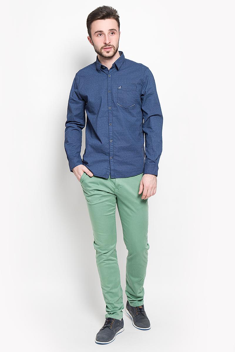 6403747.63.10_6740Стильные мужские брюки Tom Tailor Trevis, выполненные из натурального хлопка с добавлением эластана, необычайно мягкие и приятные на ощупь, не сковывают движения, обеспечивая наибольший комфорт. Брюки облегающего кроя и средней посадки застегиваются на пуговицу в поясе и ширинку на молнии, имеются шлевки для ремня. Спереди модель оформлена двумя втачными карманами с косыми срезами, одним потайным кармашком, а сзади - двумя втачными карманами. Изделие дополнено эффектным ремешком из искусственной кожи. Эти модные и в тоже время комфортные брюки послужат отличным дополнением к вашему гардеробу.