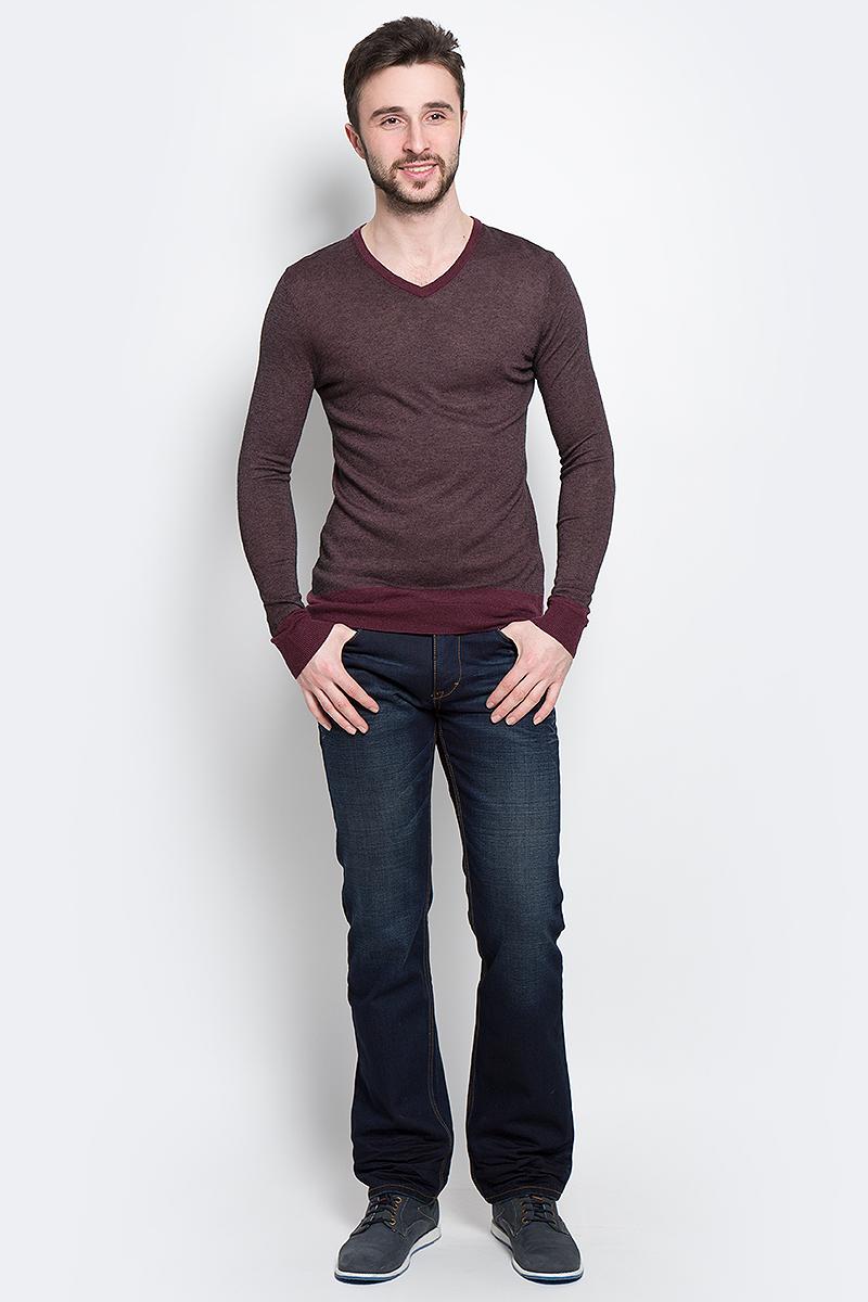 3020263.00.15_5522Стильный мужской джемпер Tom Tailor, выполненный из высококачественного материала, необычайно мягкий и приятный на ощупь, не сковывает движения, обеспечивая наибольший комфорт. Джемпер с V-образным вырезом горловины и длинными рукавами идеально гармонирует с любыми предметами одежды и будет уместен и на отдых, и на работу. Низ и манжеты изделия связаны мелкой резинкой, что предотвращает деформацию при носке. Такой замечательный джемпер - базовая вещь в гардеробе современного мужчины, желающего выглядеть элегантно каждый день!