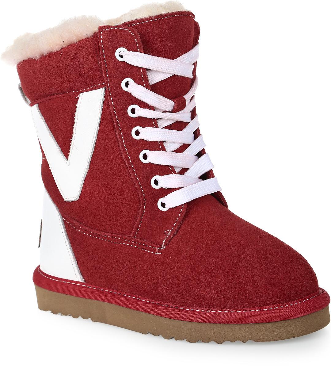 20662-5Модные угги для девочки от Vitacci выполнены из натурального велюра и дополнены нашивками из натуральной гладкой кожи. Модель стилизована под ботинки. Шнуровка надежно зафиксирует модель на ноге. Подкладка и стелька из шерстяного меха не дадут ногам замерзнуть. Подошва из материала ЭВА дополнена рифлением.