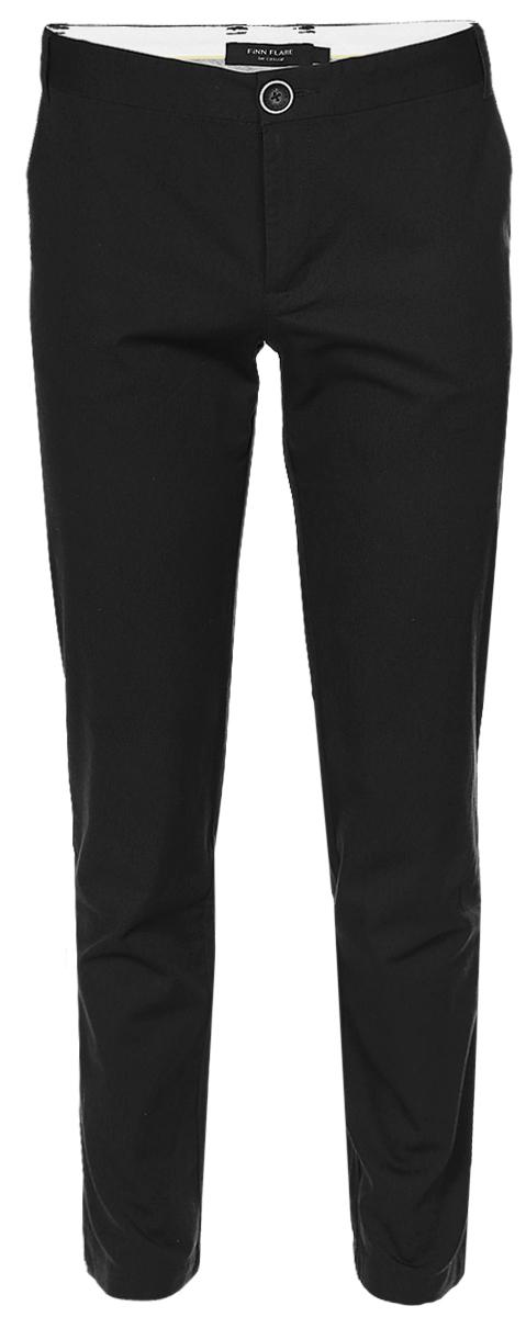 B17-21015_200Стильные мужские брюки Finn Flare выполнены из эластичного хлопка. Модель-слим стандартной посадки застегивается на пуговицу в поясе и ширинку на застежке-молнии, с внутренней стороны - на дополнительную пуговицу. На поясе имеются шлевки для ремня. Спереди брюки дополнены двумя втачными карманами, сзади - двумя прорезными карманами на пуговицах.